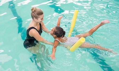 girl-swim-lesson